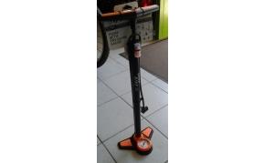 Bottari műhelypumpa nyomásmérővel
